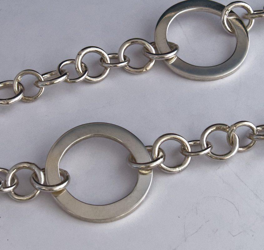 colonne-brisee-bijoux-argent-pendentif-rond-dans-eau-detail1-845