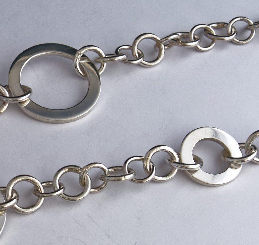 colonne-brisee-bijoux-argent-pendentif-rond-dans-eau-detail2-845